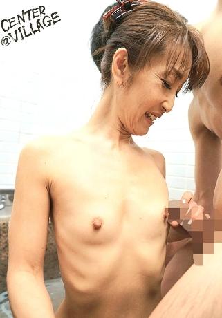 初撮り五十路妻ドキュメント 橋本直美の貧乳